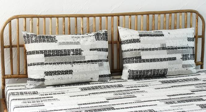 Glitch Bedsheet Set (Black, King Size) by Urban Ladder - Design 1 Full View - 301684