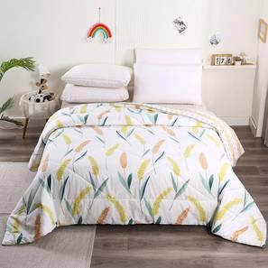 Dingo Comforter (White) by Urban Ladder - Front View Design 1 - 406197
